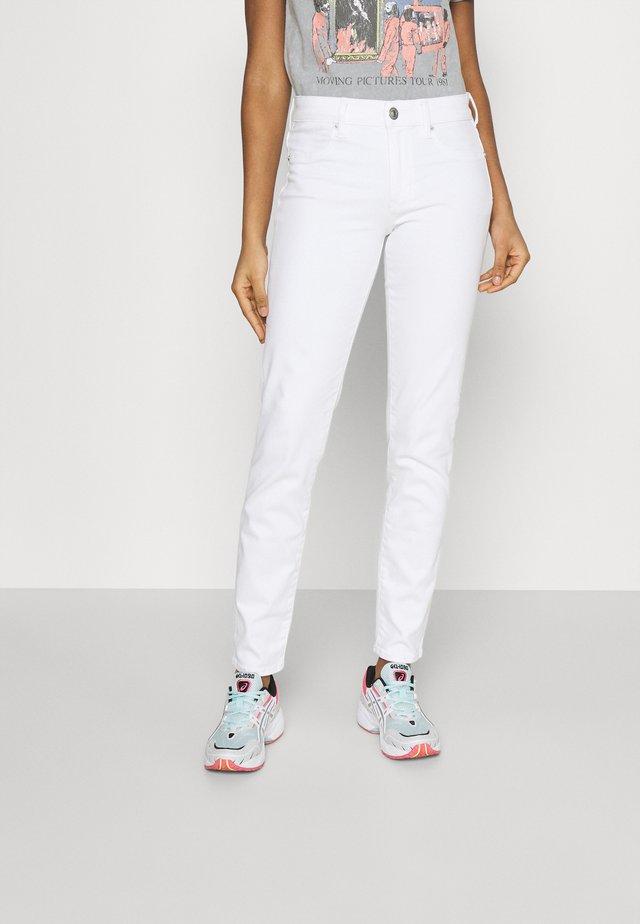 HI RISE - Džíny Straight Fit - white