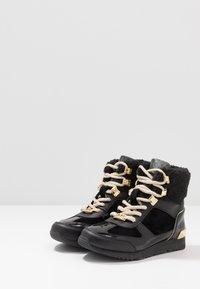 MICHAEL Michael Kors - ZIA ALLIE DONATAS - Sneakers hoog - black - 3