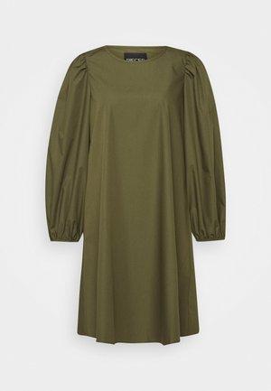 PCTURA DRESS - Denní šaty - khaki