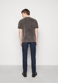 DRYKORN - THILO - T-shirt basic - dark grey - 2