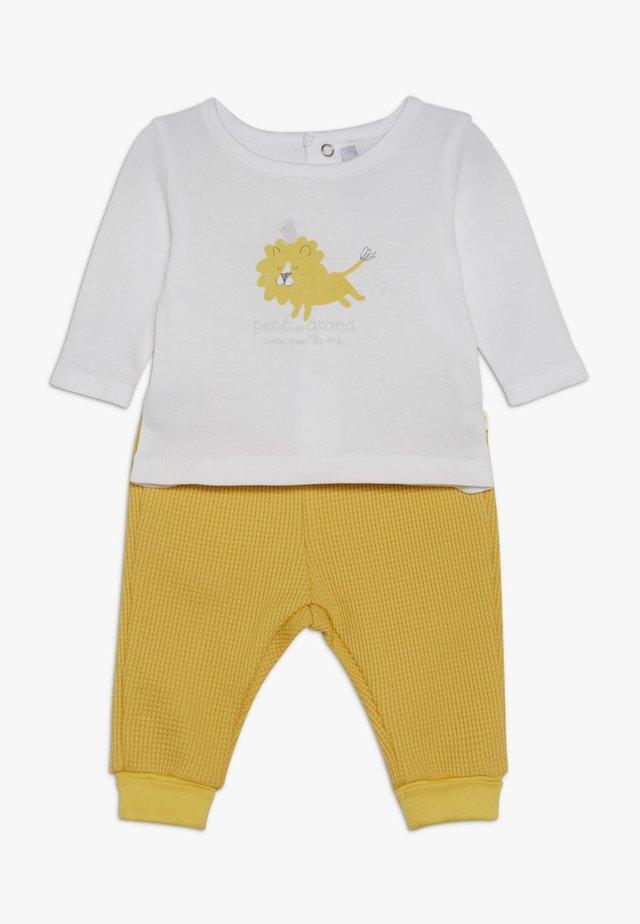 PANT - Pantalon classique - jaune soleil