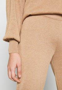 YAS - YASRONJA - Tracksuit bottoms - tawny brown melange - 5