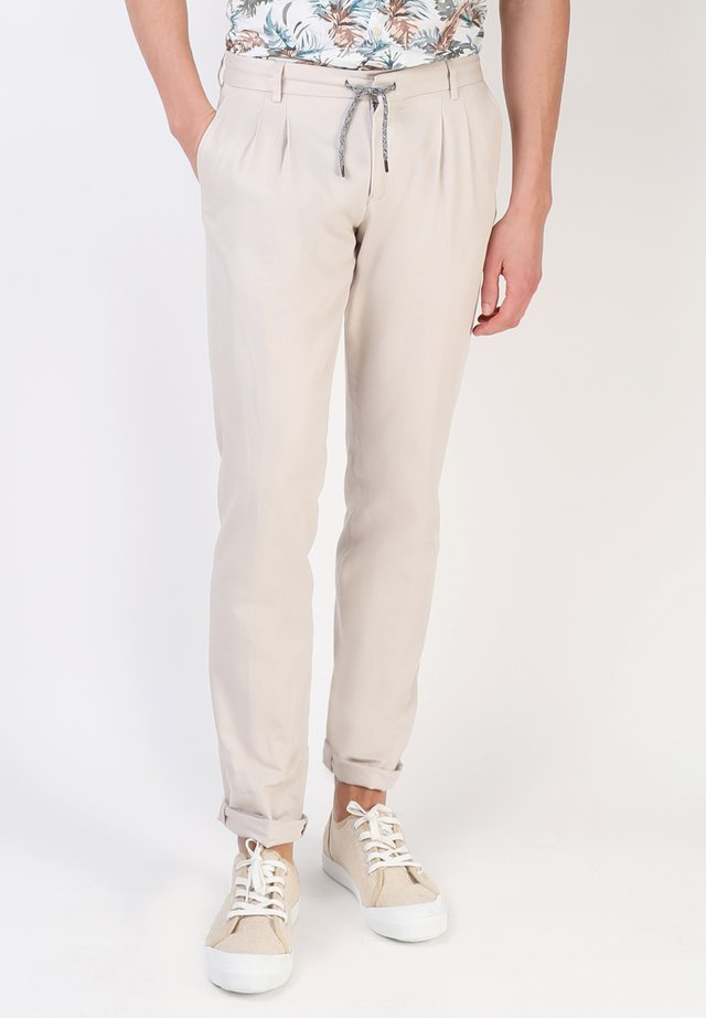 HERRINGBONE LACES - Tracksuit bottoms - beige