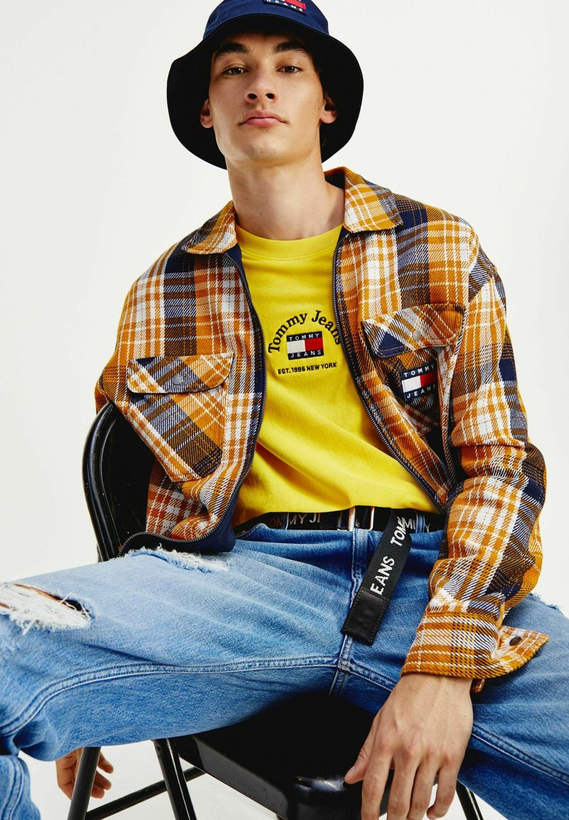 Tommy Jeans - TJM CHECK  - Kevyt takki - kbl golden age / multi
