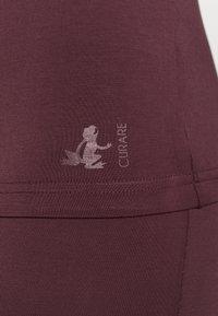 Curare Yogawear - WASSERFALL - T-shirt basic - bordeaux - 5