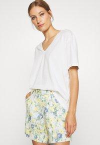 Lounge Nine - HERMIONE V NECK - T-shirts - snow white - 2