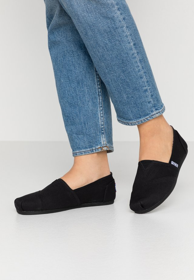 BOBS PLUSH - Loaferit/pistokkaat - black