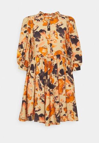 OBJGALINA DRESS  - Vestido informal - sandshell/multi