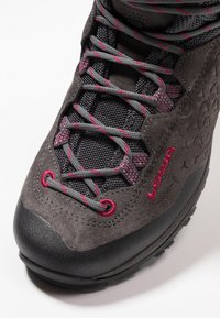Lowa - SASSA GTX MID - Hiking shoes - anthrazit/fuchsia - 5