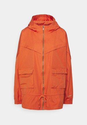Lehká bunda - light sienna/healing orange