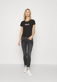 Tommy Jeans - ESSENTIAL LOGO TEE - Print T-shirt - black - 1