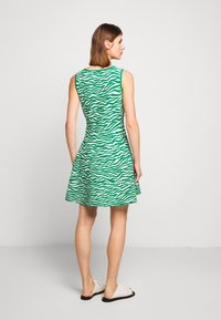 Milly - ABSTRACT ZEBRA FIT - Jumper dress - leaf/white - 2