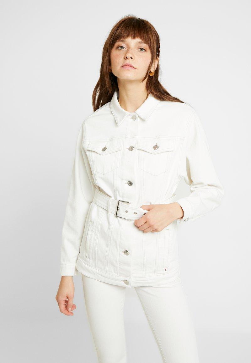Tomorrow - MALCOLM BELT JACKET - Giacca di jeans - ecru