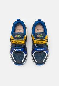 Geox - NINTENDO SUPER MARIO GEOX JUNIOR BOY - Baskets basses - royal/yellow - 3