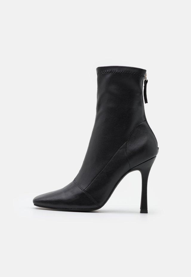 SQUARE MID STIELLETOE BOOTS - Stivaletti con tacco - black