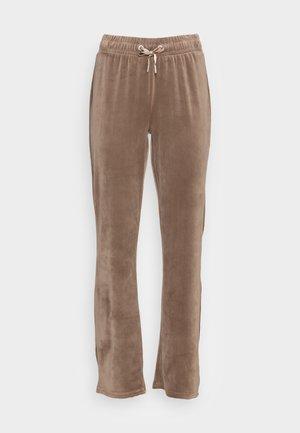 ONLLAYA SWEET PANT - Tracksuit bottoms - walnut