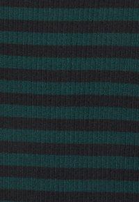 JDY - JDYHARMONY - Maglietta a manica lunga - ponderosa pine/black - 2