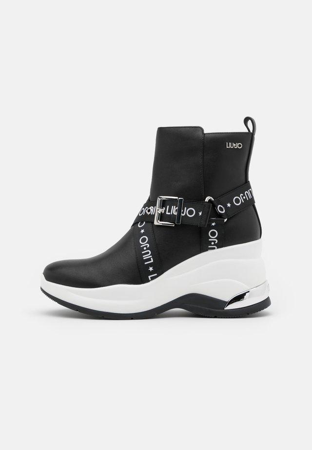 KARLIE REVOLUTION - Støvletter - black