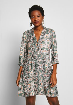 TERRI - Žerzejové šaty - light steel green