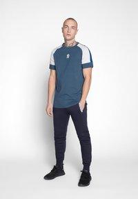 Gym King - CORE PLUS  - Camiseta estampada - bearing sea - 1