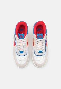 Nike Sportswear - AIR FORCE 1 SHADOW - Sneaker low - sail/university red/photo blue/royal blue/crimson tint/sail - 5