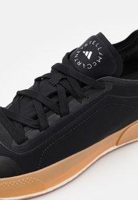 adidas by Stella McCartney - ASMC TREINO - Sportovní boty - core black/offwhite - 5