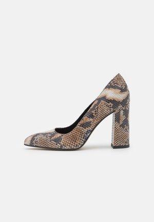 High heels - 001 - white