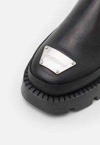 MISBHV - CHELSEA COMBAT BOOT - Kovbojské/motorkářské boty - black - 5