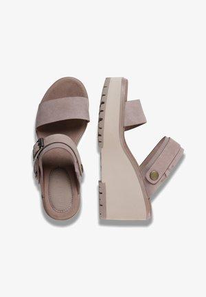 KORALYN BAND WEDGE - Heeled mules - taupe brown