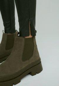 EDITED - LEGGINGS TERESA - Leggings - Trousers - grün - 4