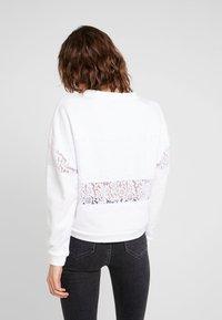 Guess - STRIPE - Sweatshirt - true white - 2