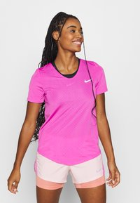 Nike Performance - BREATHE - Camiseta estampada - fire pink/reflective silver - 2