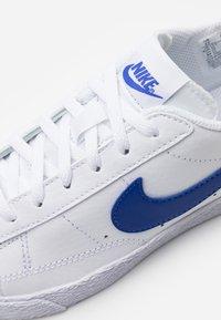 Nike Sportswear - BLAZER  - Zapatillas - white/astronomy blue - 5