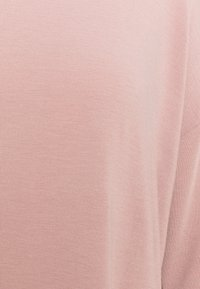 ONLY Carmakoma - CARLAMOUR  - T-shirts med print -  rose - 2