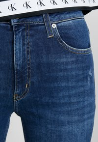 Calvin Klein Jeans - 010 HIGH RISE SKINNY ANKLE - Jeans Skinny Fit - aces high blue - 5