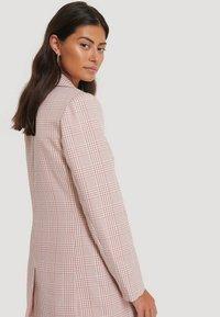 NA-KD - Short coat - pink/white - 2