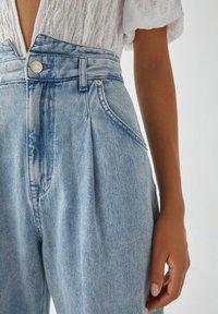 PULL&BEAR - Relaxed fit jeans - mottled light blue - 4