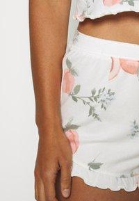 Gilly Hicks - PRINTED COZY SHORT - Pyjama bottoms - white - 3