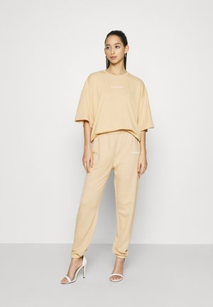 OVERSIZED SET - Tracksuit bottoms - beige