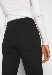 Vero Moda Tall - VMLILITH ANKLE PANT - Trousers - black - 5