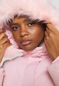 Missguided - SKI JACKET WITH MITTENS AND BUMBAG  - Winter jacket - pink - 4