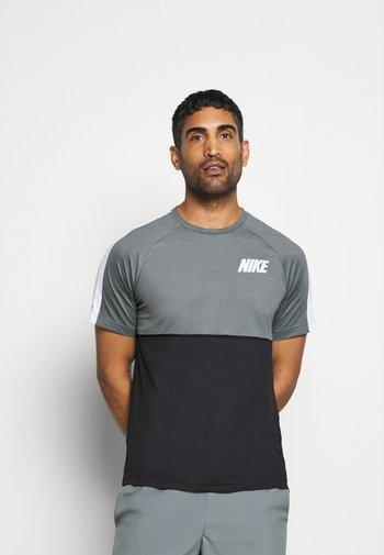 DRY - T-shirts med print - black/smoke grey/white