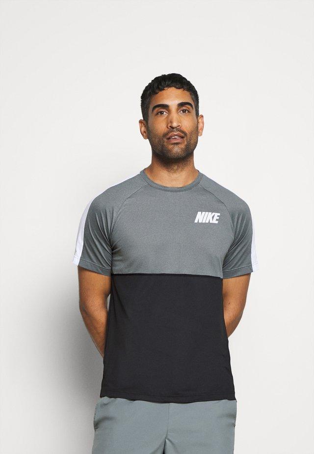 DRY - T-Shirt print - black/smoke grey/white