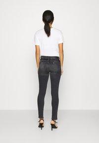Liu Jo Jeans - UP DIVINE - Vaqueros pitillo - black ermine - 2