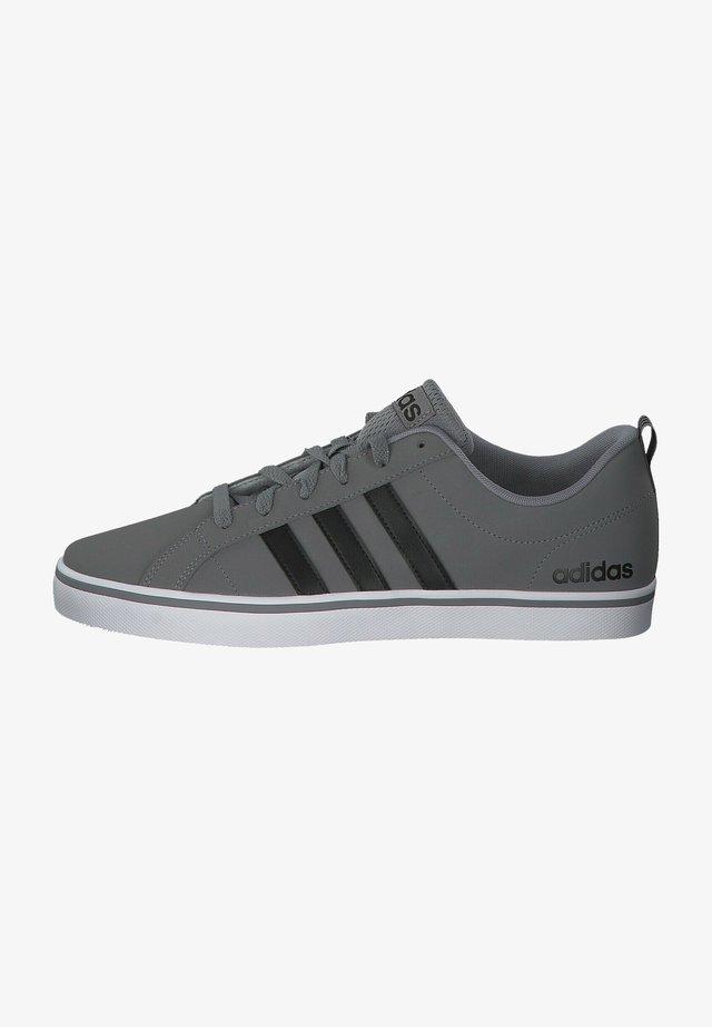 Trainers - grey three