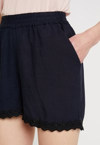 Vero Moda - Shorts - night sky/solid - 4