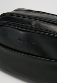 Pier One - Neceser - black - 2