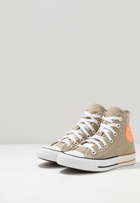 Converse - CHUCK TAYLOR ALL STAR - High-top trainers - khaki/total orange/white - 2
