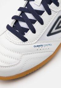 Umbro - SALA II LIGA - Indoor football boots - white/peacoat/capri breeze - 5