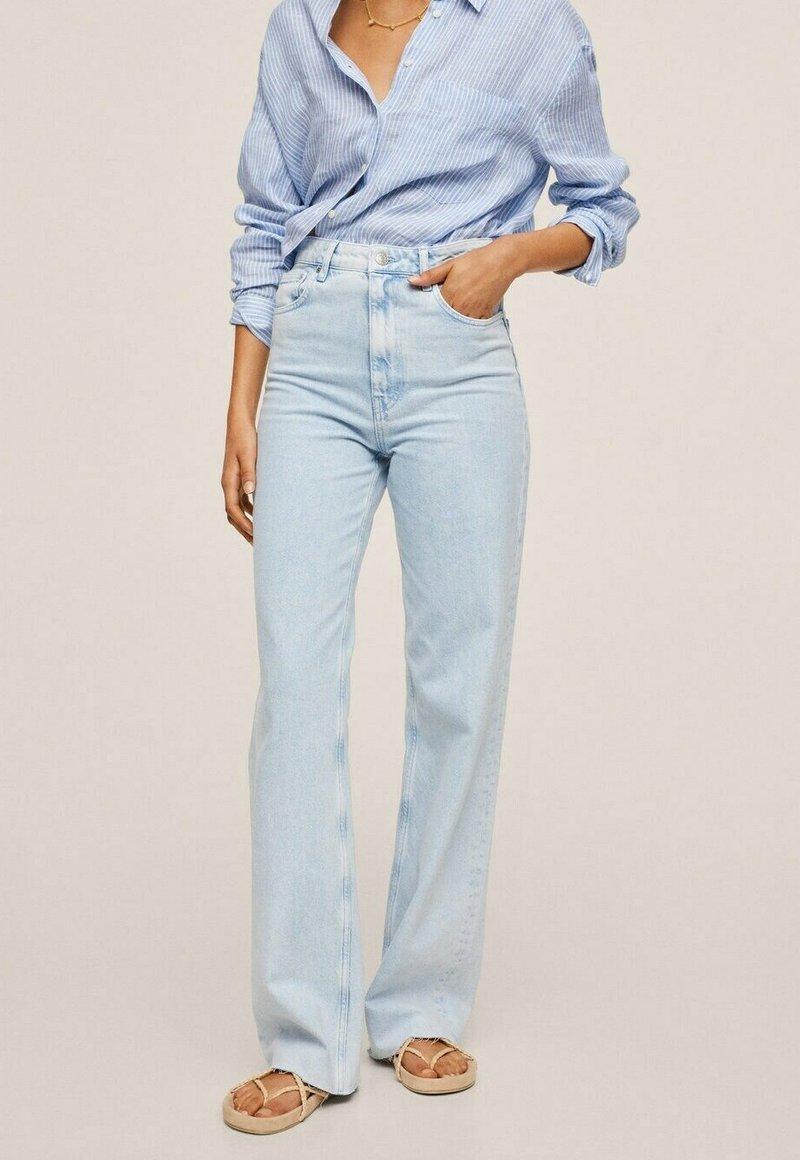 Mango - Flared Jeans - hellblau